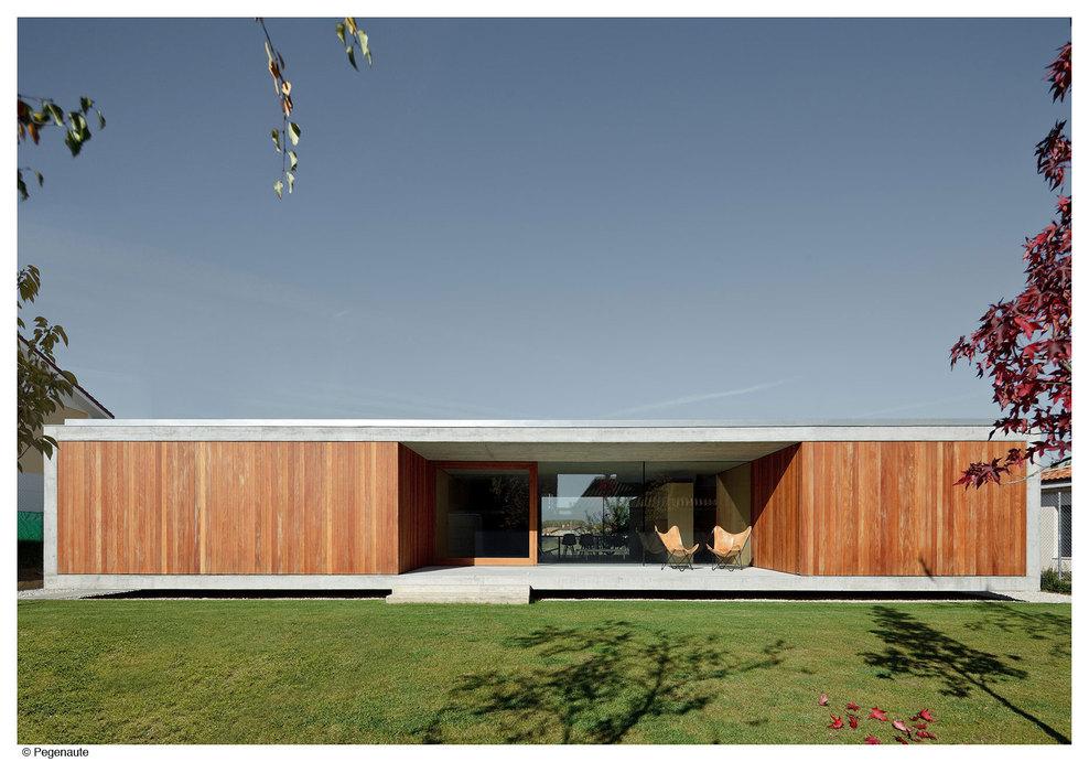 Villa moderna molto minimal architetto al mq nca for Minimal architettura